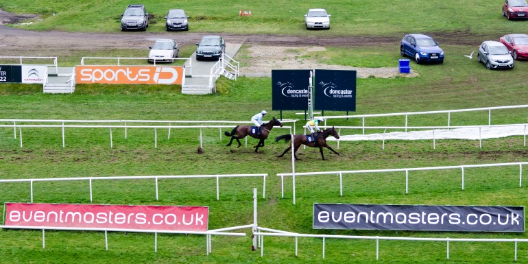 Eventmasters Sponsored Raceday - Doncaster Racecourse - Beggars Cross