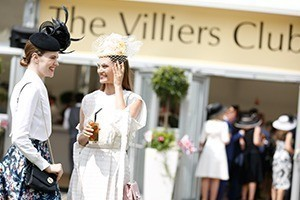 Villiers Club Guests Enjoy Drinks