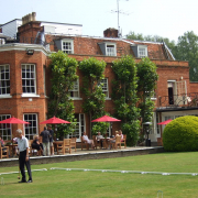 From Budget to Beautiful: 10 Hotels near Ascot Racecourse